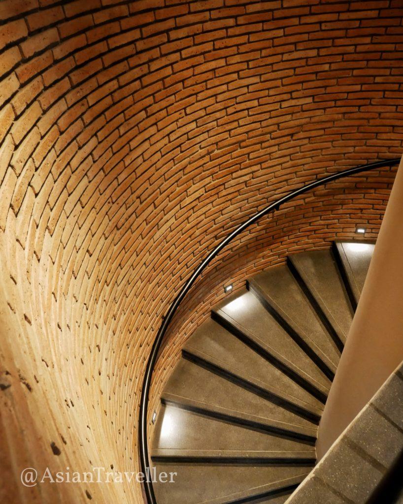 クロスチェンマイリバーサイドホテルの階段